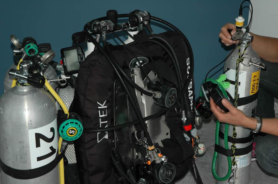 PADI Course Director - Tenerife  dive equipment maintenance oxygen service nitrox - Dive Center